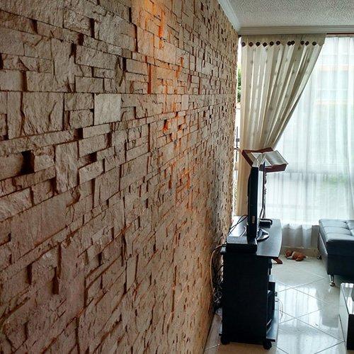 Decoraci n en pared estilo piedra de diversa textura in - Decoracion paredes piedra ...